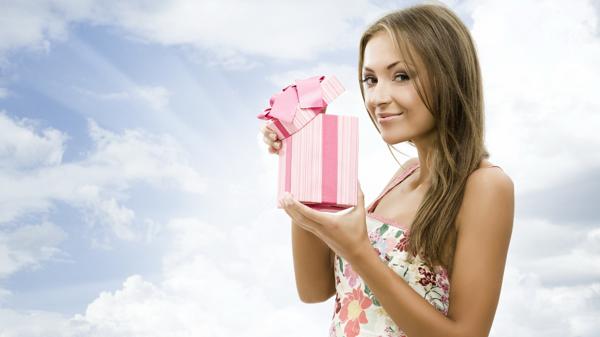 Что подарить девушке ко дню рождения?
